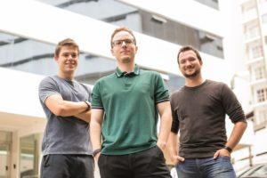 Mike, Orlando e Luiz: os amigos que queriam dar um fim à carteira criaram tecnologia inédita no país