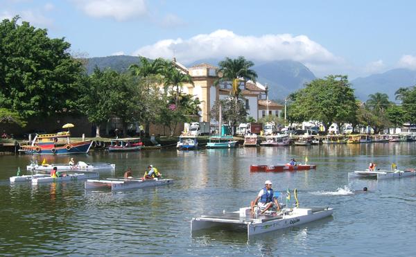 Florianópolis recebe desafio nacional de barcos solares