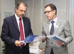 Ministro de C&T, Aloísio Mercadante, com o Secretário Municipal de Ciência, Tecnologia e Desenvolvimento Econômico Sustentável, Carlos Roberto De Rolt. Crédito: Divulgação
