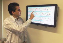 Secretário de Planejamento de Pinhais (PR), João Luiz Guimarães, utilizando o BI da IPM