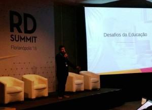 Palestrante Pedro Gigante destacou  a possibilidade de mensurar as ações, segmentar o público e gerar mais resultados com menos investimento / FOTO: Marcela Lin